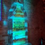 Escultura em Gelo de Garrafa José Cuervo Gigante