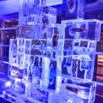Escultura de Torre de Gelo com Garrafas