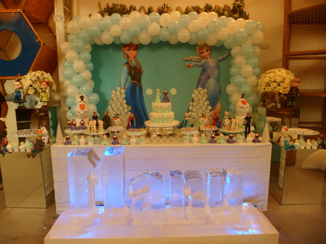 Escultura em Gelo no Aniversário Frozen