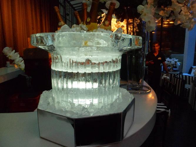 Escultura de Champanheira de Gelo